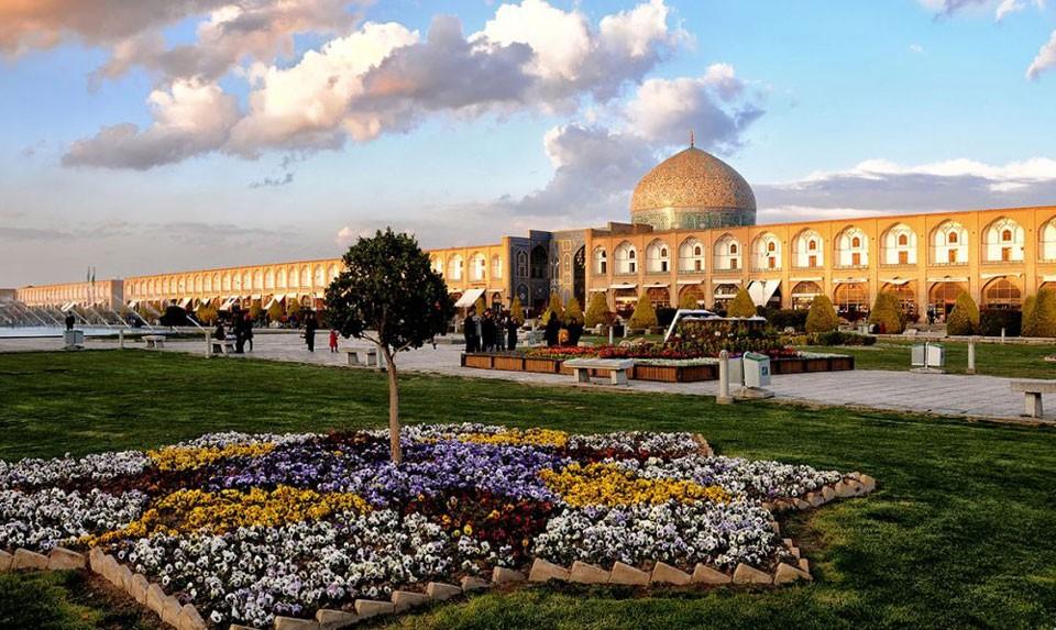 Naghs'e Janah Square